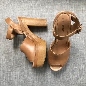Shoemint tan faux leather platform heels size 6.5
